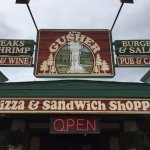 Gusher Pizza and Sandwich Shoppe Foto