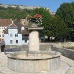 Fontaine sur le côté du musée G. Courbet.