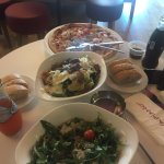 Great salades and pizzas