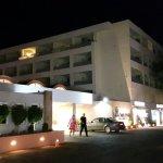Photo de Avra Beach Resort Hotel - Bungalows