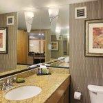 Photo de Embassy Suites by Hilton Convention Center Las Vegas