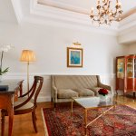 Deluxe Suite | Living room