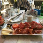 """Pa amb oli"""" (Brote mit Olivenöl, Serrano-Schinken und Machego-Käse)"""