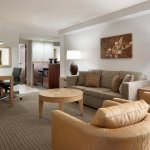 Photo de Embassy Suites by Hilton Denver - International Airport