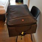quarto pequeno e sem lugar pra bagagem...mala no chao