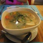 第一道菜是泰式酸辣湯,有點太辣,材料煮的有點老