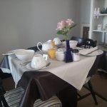 Il tavolo pronto per la colazione