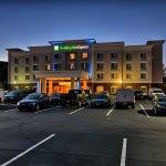 Photo de Holiday Inn Express Cortland