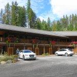 Photo de Glacier Guides Lodge
