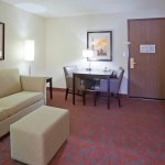 Photo de Holiday Inn Express Hotel & Suites Bloomington West