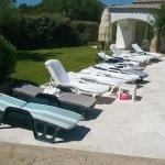 Tipologia di lettini al mattino (la piscina è bellissima)