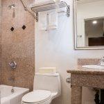 Rodeway Inn Los Angeles PCH Hotel Bathroom