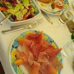 Prosciutto e melone ed insalata mista