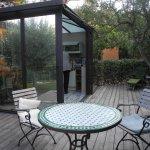 terrasse privative avec l'espace cuisine