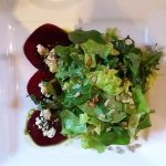 Butter leaf salad with beets