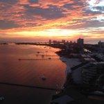 Sonnenaufgang von unserem Balkon, Nordseite. Das offene Meer ist auf Südseite