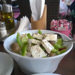 греческий салат в яхт кафе