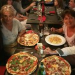 pizza italienne et 2 pizzas du chef + roquefort/roquette, tagliatelles crevettes et scampis