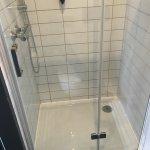 Dusche recht groß und vor allem sehr sauber, wie das ganze Bad.