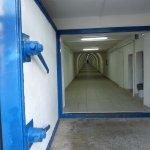 il tunnel che porta verso la spiaggia