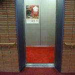 エレベーター2基:右