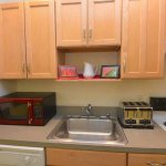 Apt: Fully-equipped kitchen with microwave, toaster, dishwasher, pots and pans