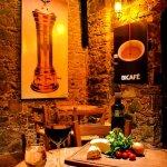 O estilo taberna espanhola é um charme europeu no frio da Chapada Diamantina