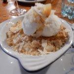 Crumble banane, rhum, glace noix de coco