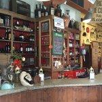 Antigua tienda de (aceite y vinagre) y entrega al ganador de la última porra.