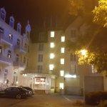 Rheinischer Hof bei Nacht