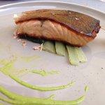 Salmone norvegese con coste e lime