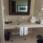 Photo de Crest Hotel