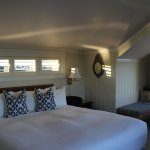 Picture of our Rocky Shores room. The windows can be opened.