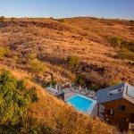 Un hôtel au pied de la savane