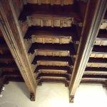 Un solaio in legno interno