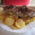 gemischtes Fleisch vom Schwein mit Bratkartoffeln  SUPER