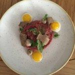 Tartar vom Rind mit Wachtelei - ein Exempel unserer Speisekarte