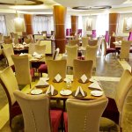 MotiMahal Authentic Indian Restaurant - Best Western Plus Peninsula Hotel