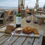 Genieten van de nazomer bij Buiten...super chill, heerlijke wijntjes en Tapas...super vriendelij