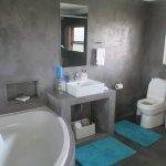 Leopard's Lair bathroom