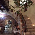 scala che porta all'hotel dal ristorante