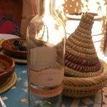 Vous pouvez aussi demander une bonne bouteille de vin marocain à Mehdi pour accompagner votre di