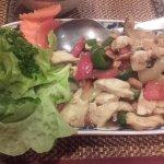 la présentation laisse à désirer... Les grosses feuilles de salade ne donnent pas un charme thaï