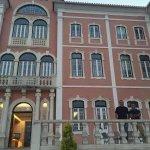 Com meu primo na Frente do Hotel Monte Real