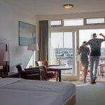 Genieten van het uitzicht in de kamers waterzijde met balkon (218612200)