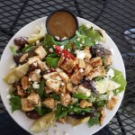 Garden Salad with Grilled Chicken Chunks