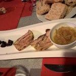Mi-cuit de foie gras au poivre, figues confites et confit d'oignons