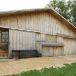 Another picture of the front of the restaurant barn