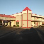 Very nice hotel, with comfy beds and Friendly staff. Close to many restaurants. Right off the ex