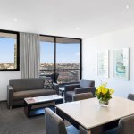 Photo de Meriton Suites Campbell Street, Sydney
